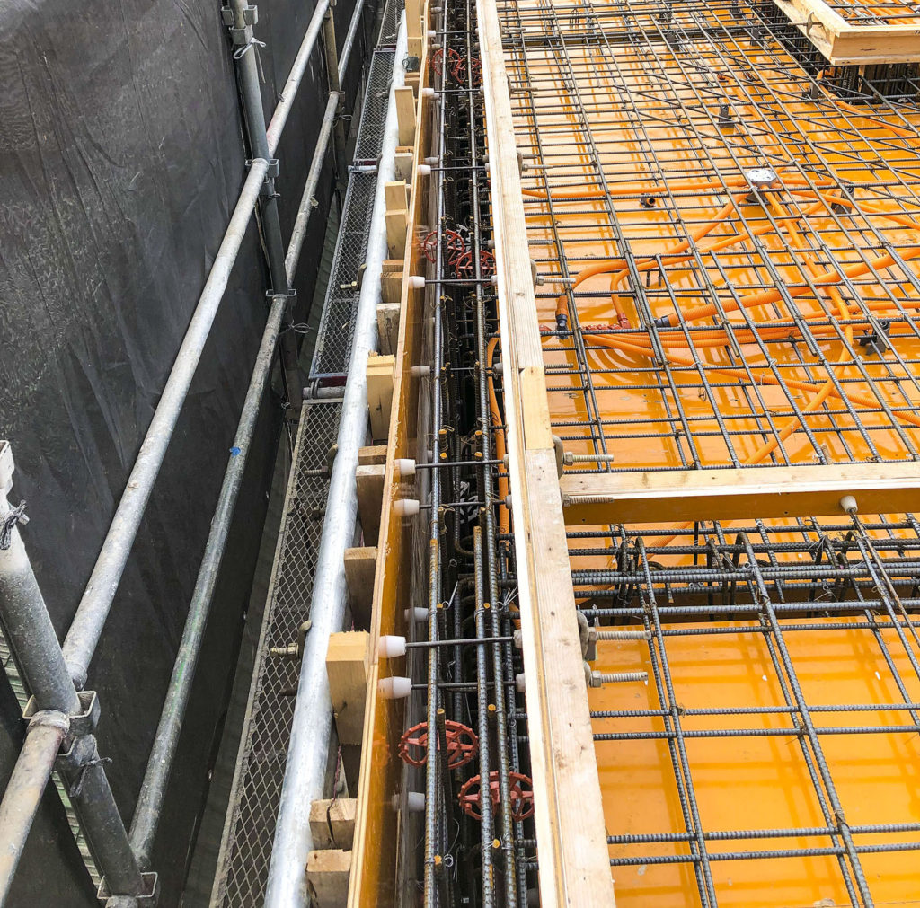 鉄筋かごと型枠が平行な部分