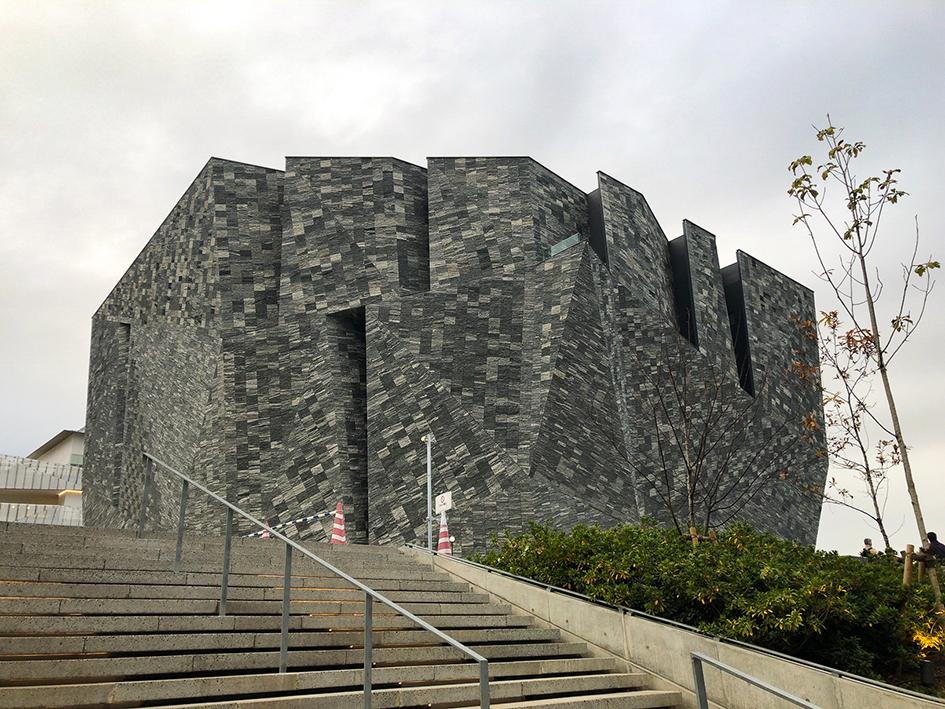 角川武蔵野ミュージアムの外観